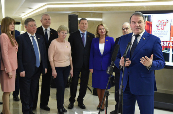 Сенаторов познакомили с историей Мосгордумы