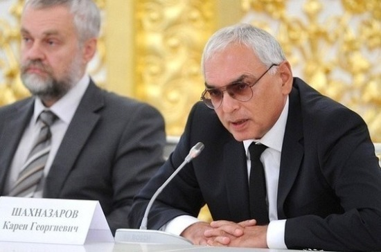 Шахназаров прокомментировал идею об объединении Александринского и Волковского театров