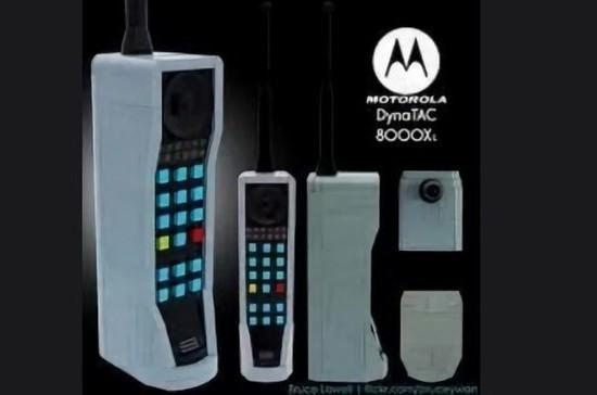 Первый мобильный телефон весил почти килограмм