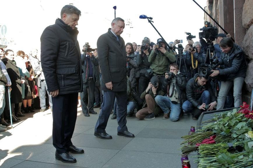 Спикер Заксобрания Петербурга почтил память жертв теракта в метро
