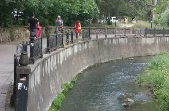 В Симферополе объявили конкурс на реставрацию набережной Салгира