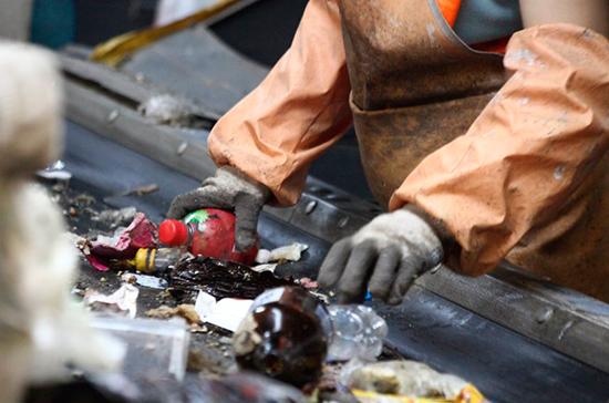 Во ФСИН предлагают привлекать осуждённых к сортировке и переработке мусора