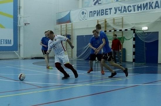 Тульские ветераны сыграли в футбол с юнармейцами