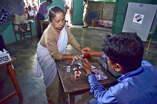 В Индии начались крупнейшие в мире выборы в парламент