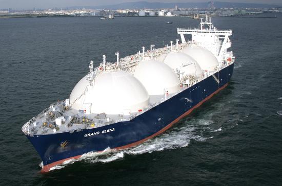 В Совфеде намерены изменить ситуацию с многочасовой проверкой российских газовозов