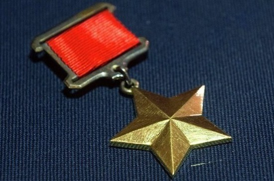 Кто был первым Героем СССР