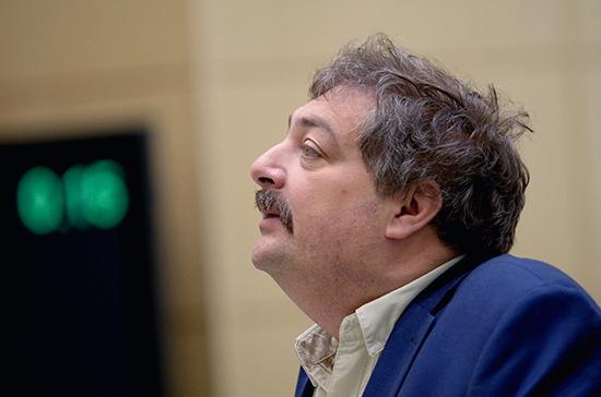 Родственники решили перевезти Дмитрия Быкова на лечение в Москву