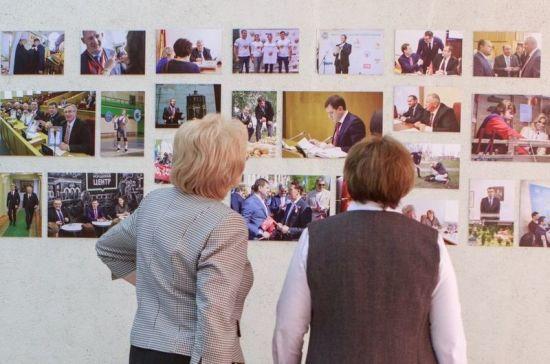 В Воронежской облдуме открылась фотовыставка к 25-летию регионального парламента