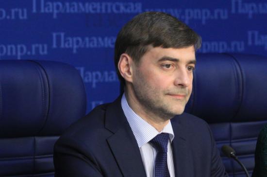 Железняк назвал «шагом доброй воли» упрощение выдачи паспортов РФ жителям Донбасса