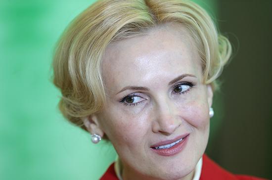 Яровая назвала заявление Зеленского в Facebook соблазном руководить Украиной из соцсети