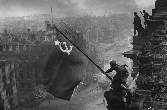 Кто водрузил Знамя Победы над горящим Рейхстагом