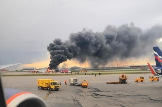 В результате пожара на самолёте в Шереметьево погибли 13 человек