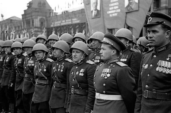 Как принимали бюджет Победы и сокращали Красную армию