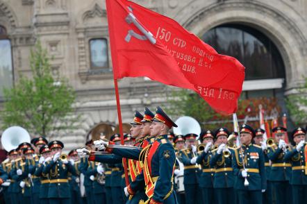 На Красной площади в Москве прошел парад Победы