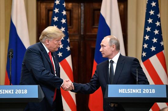 Ушаков: Вашингтон не направлял запрос на встречу Путина и Трампа от США