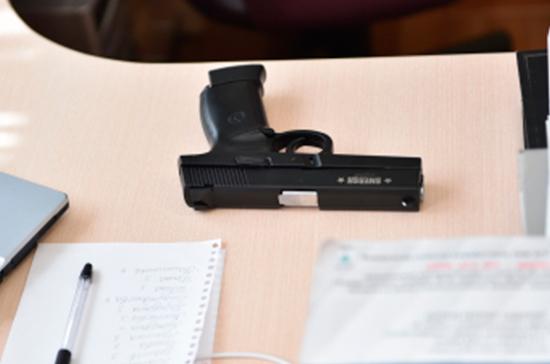 Вооружённый ученик казанской гимназии не стрелял, сообщили в МВД