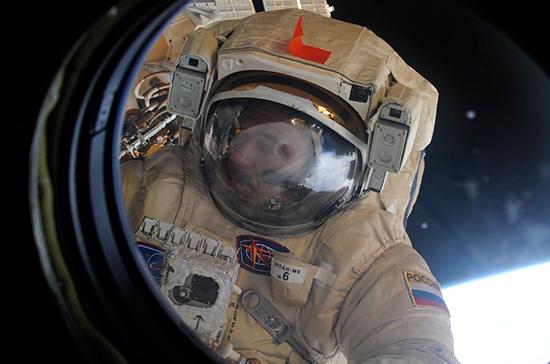 Россияне выйдут в открытый космос на шесть с половиной часов