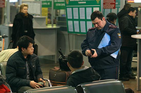 Представители организаций мигрантов попросили упростить правила регистрации в России