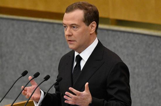 Медведев недоволен дисциплиной чиновников при выполнении поручений президента