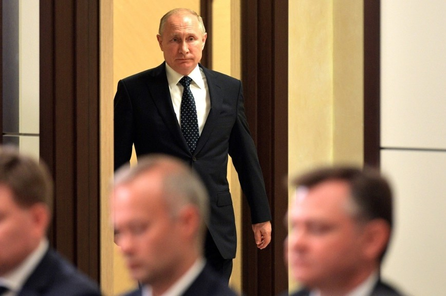 Путин поручил переоснастить три авиационных полка новейшими Су-57