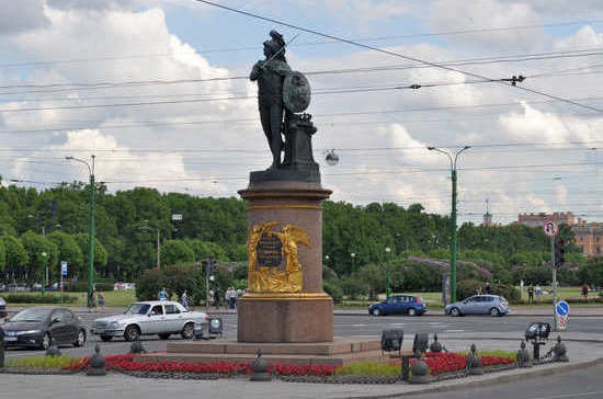 Памятник Суворову решили построить при жизни полководца