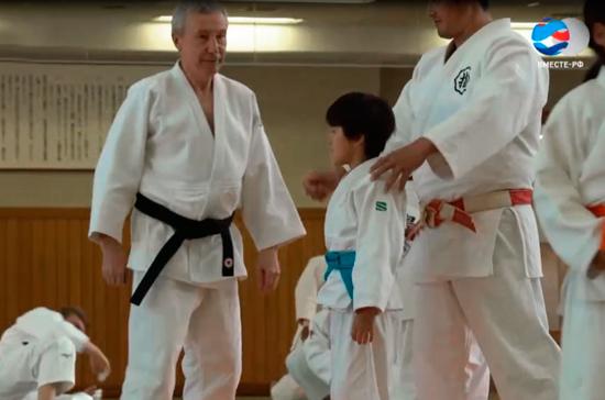 Турчак и Климов провели тренировку по дзюдо во время визита в Токио