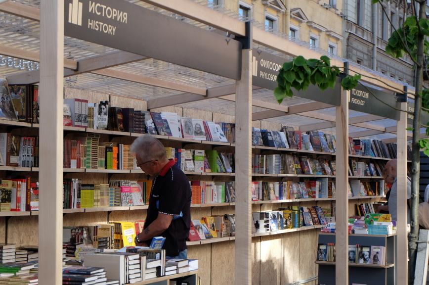 Книжный салон в Петербурге посвятят 100-летию Даниила Гранина и Году театра