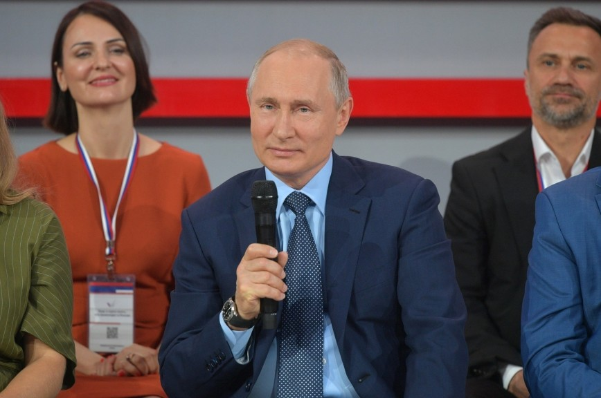 Путин предложил привлекать к благоустройству дворов местных жителей