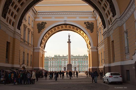 Петербургские депутаты призвали отказаться от воздушных шаров на мероприятиях