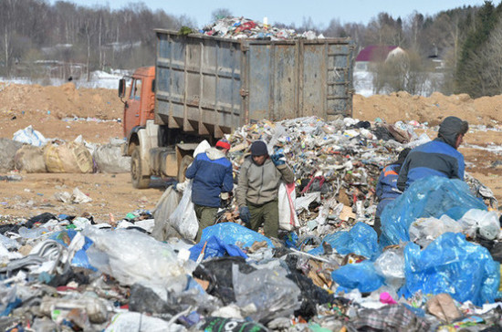Привлекать осуждённых к переработке мусора планируют в 28 регионах