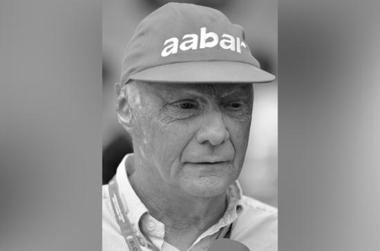 Лауда был примером для многих в «Формуле-1», заявил гонщик Петров