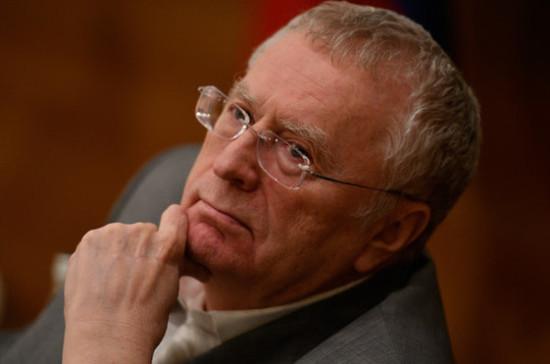 Жириновский пригласил в гости подростка, который уничтожил его табличку