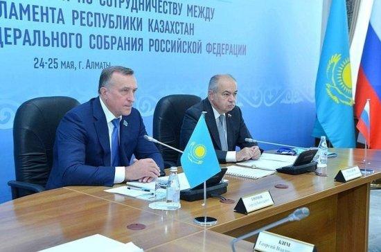 Умаханов отметил постоянство и насыщенность межпарламентского диалога России и Казахстана