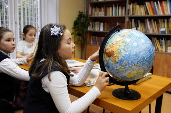 Минпросвещения: школы используют только четверть купленных учебников