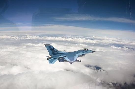В США показали полёт перекрашенного под Су-57 истребителя