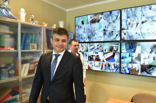 Дмитрий Морозов посетил Морозовскую детскую больницу