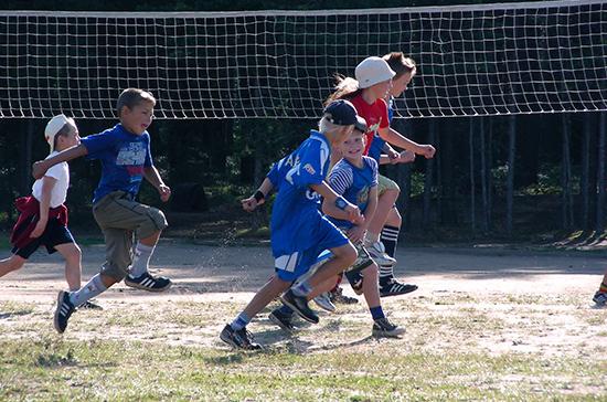 Кабмин внес в Госдуму законопроекты об организации детского отдыха