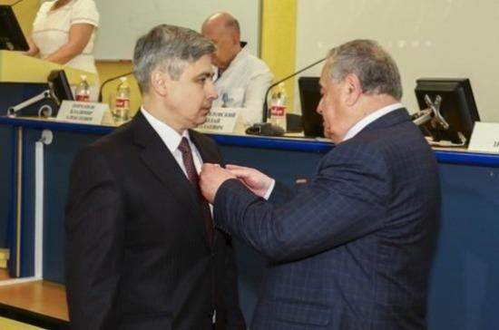 Госсовет Крыма наградил медиков за помощь пострадавшим при трагедии в керченском колледже