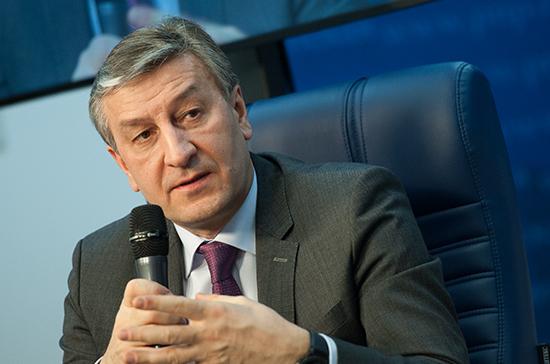 Фаррахов выступил против возрастного ограничения продажи крепкого алкоголя