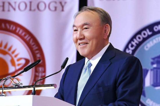 Назарбаеву присвоили статус почётного сенатора Казахстана