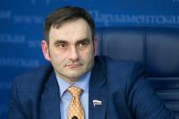 Кобзев предложил запретить курение сигарет на летних верандах ресторанов