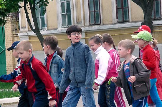 Кузнецова призвала создать в каждом регионе летние программы досуга для детей