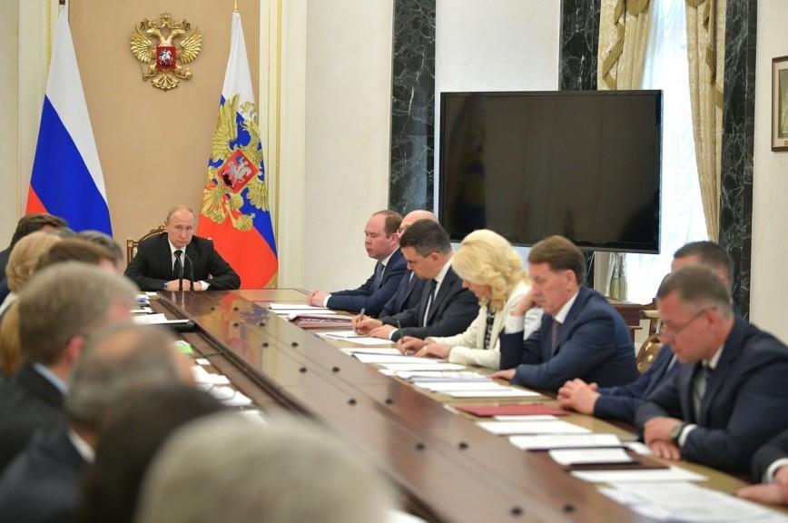 Путин поручил разобраться в причинах взрывов на нижегородском заводе
