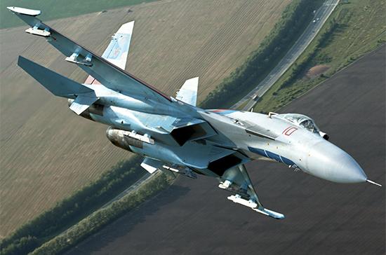 Су-27 перехватил два самолета-разведчика у границ России