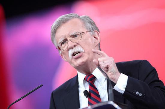 Болтон обвинил Россию и Китай в распространении слухов о Белом доме