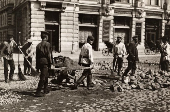 Воскресный труд запретили в России в 1897 году