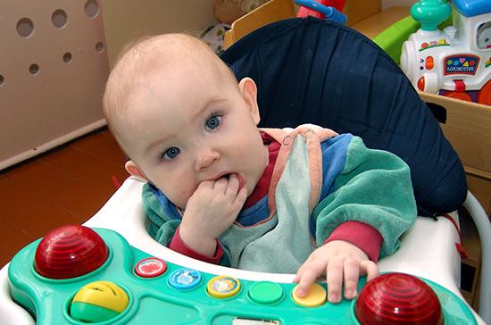 Майоров оценил идею о включении детского питания в число социально значимых товаров