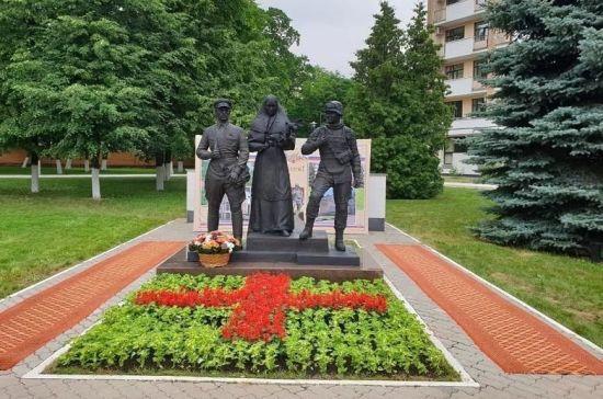Памятник военным врачам открыли в Москве
