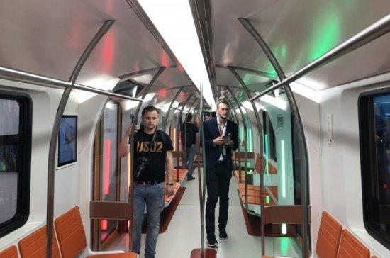 В Петербурге показали макет нового поезда метро
