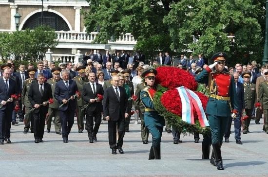 Володин принял участие в церемонии возложения венка к Могиле Неизвестного Солдата